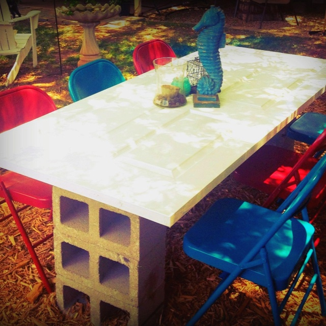 Make Your Own Vintage Picnic Table With An Old Door