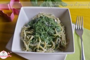 Spaghetti con crema di spinaci light (310 cal)