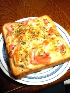 バジルソースとモッツァレラのピザパン by 鬼縫架空 [クックパッド ...