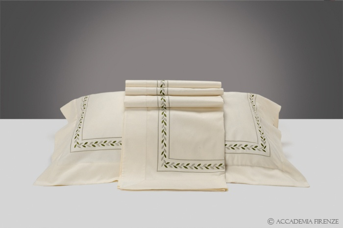 Buy IMPERO BED SET online. Pure #Egyptiancotton sateen. Amancara, luxury linens since 1952.