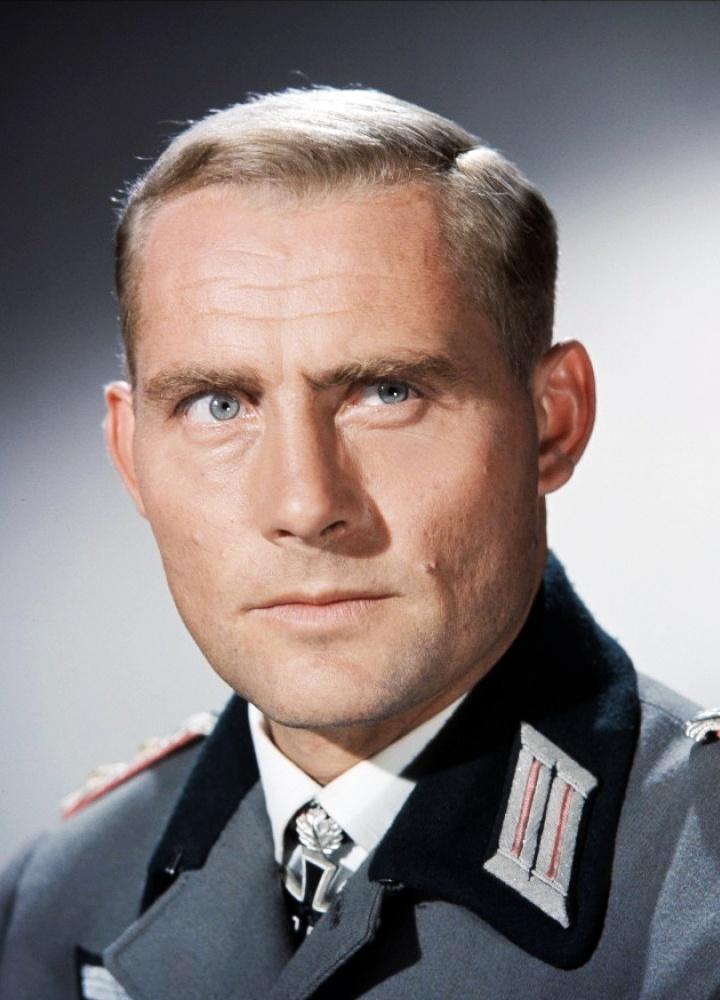 Robert Shaw (as Col. Hessler in
