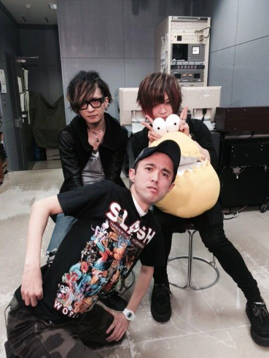 Umi and Tohya of vistlip at the recording for TV Saitama Music「HOT WAVE」on Feb. 16th, 2015.