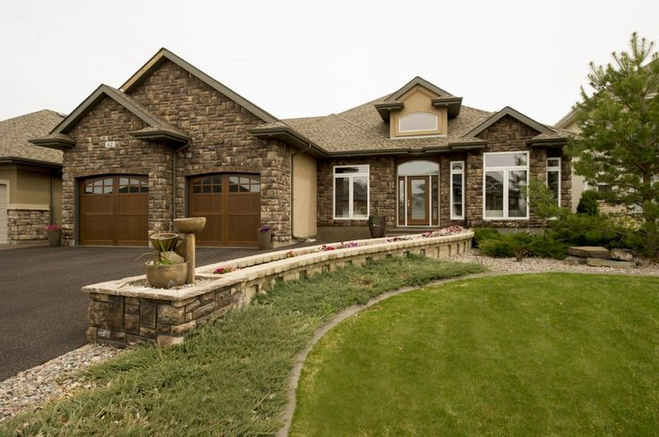 Check out our spectacular New Listing in Saskatoon Willows! https://saskhouses.com/listings/62-602-cartwright-street-saskatoon-willows/ #yxe #willows #golfcommunity
