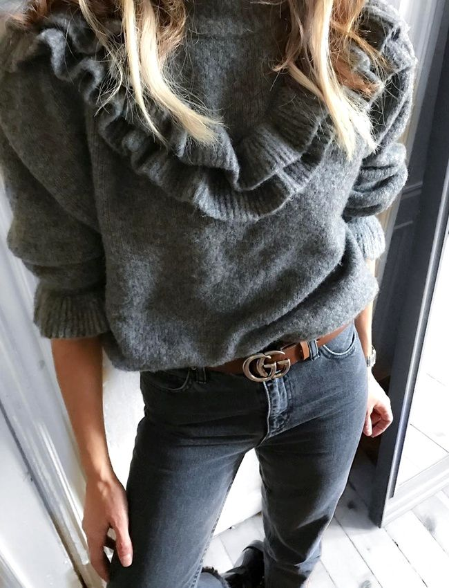 Le pull-over à volants, la gourmandise cosy du moment ! (pull Zara - photo Moda Tutkusu)