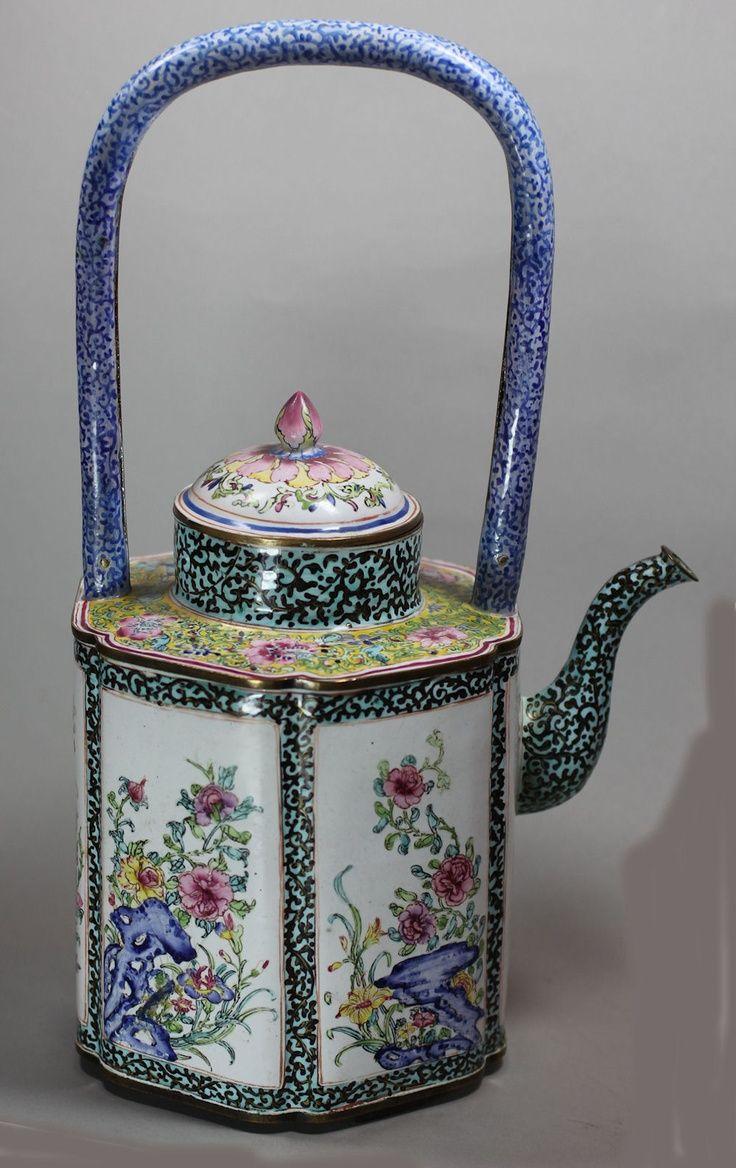 Chinese Canton enamel teapot, Qianlong (1736-95)