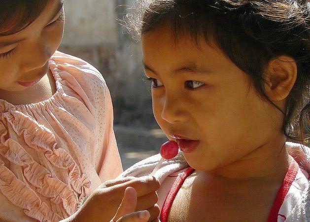 LOLOZ - Anti Cavity Lollipops | Healthy Lollipops | Fruit flavored natural Lollipops: Help kids with lollipops - give kids a smile