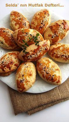 Selda' nın Mutfak Defteri...: Peynirli Kıyır Poğaça Malzemeler : 2 adet yumurta 1 çay bardağı yoğurt 1 çay bardağı ayçiçek yağı 250 gr margarin ( o… | Pinterest