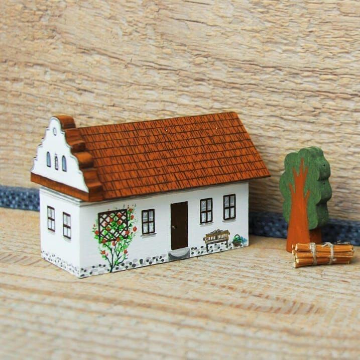 Miniature countryside house from Zahorie, Slovakia. Miniatúrne domčeky. ____________ Maľovaný nábytok. Decorated furniture. Painted by Studio TalkFolk. http://TalkFolk.eu Instagram.com/talkfolk