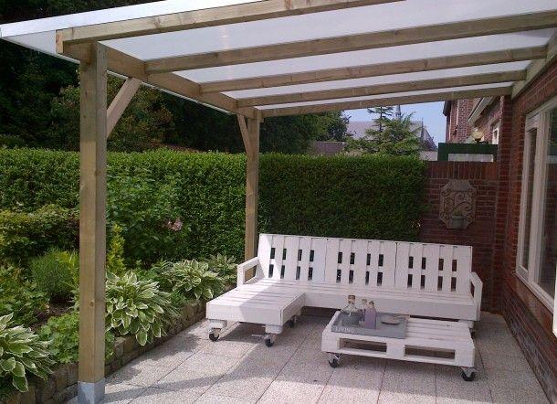 dit is mijn droomtuin :) van pallets zelf een tuinbank en tafel gemaakt. Door astridje