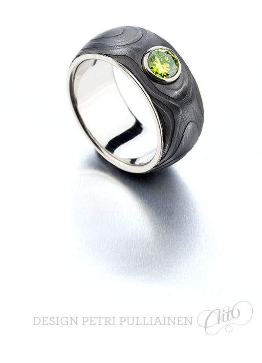 Black diamond coated Damascus ring, 0.70 Apple Green™ diamond in white gold. Photo Teemu Töyrylä