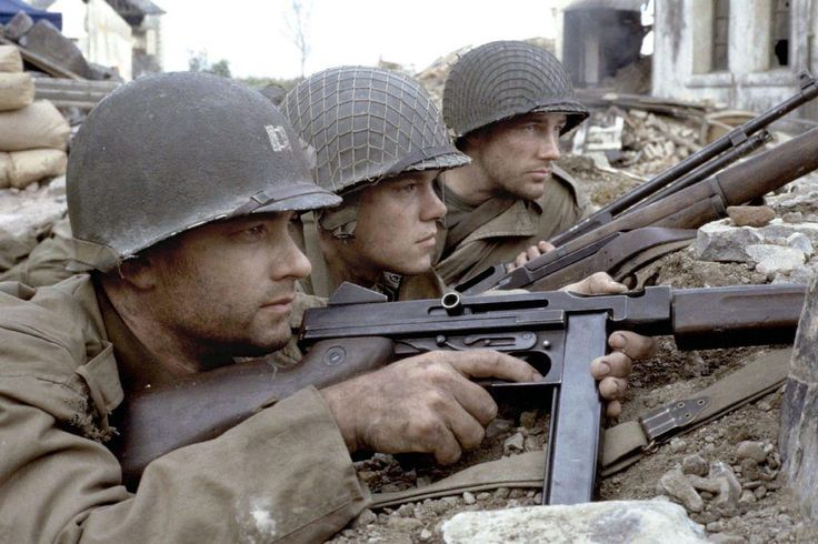 """7. Der Soldat James Ryan"""" – """"Saving Private Ryan"""" (1998) Zuschauer weinten, ihnen wurde übel, sie verließen vor Angst den Kinosaal. Die berühmte """"erste halbe Stunde"""" zeigt den D-Day, die Landung der Alliierten in der Normandie – und es waren viele Veteranen des Zweiten Weltkriegs, die Spielberg erschütternd die Bestätigung gaben, dass Krieg sich so anfühlt und so anhört, wie es hier auf die Leinwand gebracht wurde."""