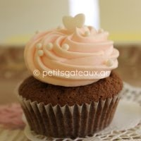 Cupcakes with cheese frosting in assorted colors!