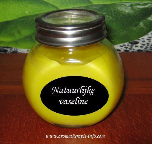 Natuurlijke vaseline  is voor heel veel doeleinden inzetbaar en mag eigenlijk in geen enkel huishouden ontbreken. Lees hier hoe je zelf vaseline maakt met maar 2 ingredienten!
