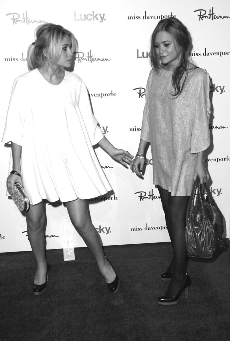 Mary-Kate and Ashley Olsen - Always so glamorous and always together! <3