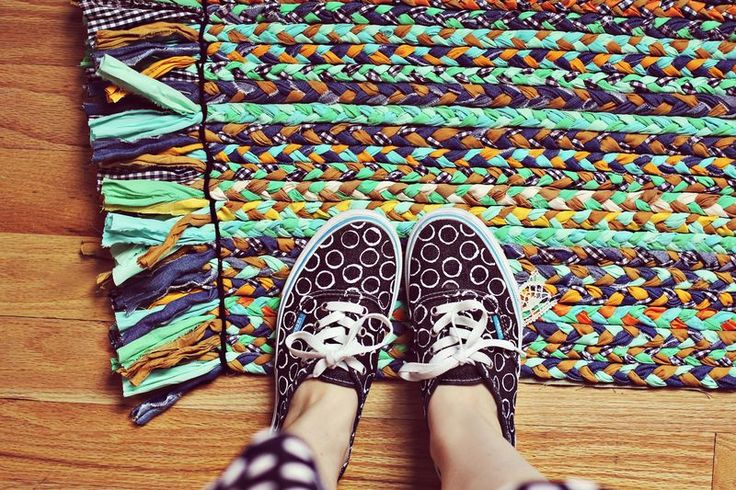 Braided DIY rug from canvas and braided fabric scraps!