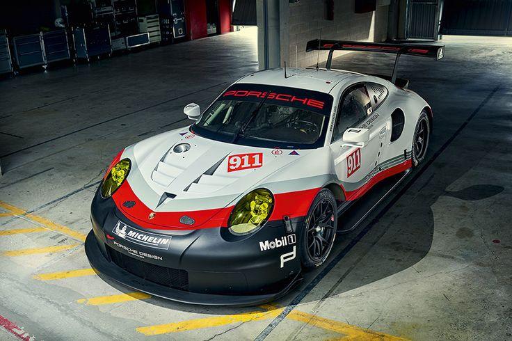 Mit einem völlig neu entwickelten GT-Rennwagen startet Porsche in die Motorsportsaison 2017. Der neue 911 RSR nutzt die Freiheiten des GT-Reglements für die 24 Stunden von Le Mans voll aus und setzt neben konsequentem Leichtbau auf die Anordnung des hochmodernen frei saugenden Sechszylinder-Boxermotors vor der Hinterachse.