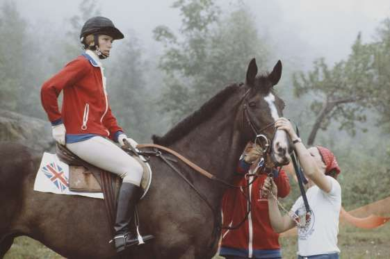 The issue of gender equality coloring Mexico City Olympics in 1968, particularly felt in riding branches. Anne equestrian athletes from the UK being the only athlete who managed to beat the athlete riding a horse man.
