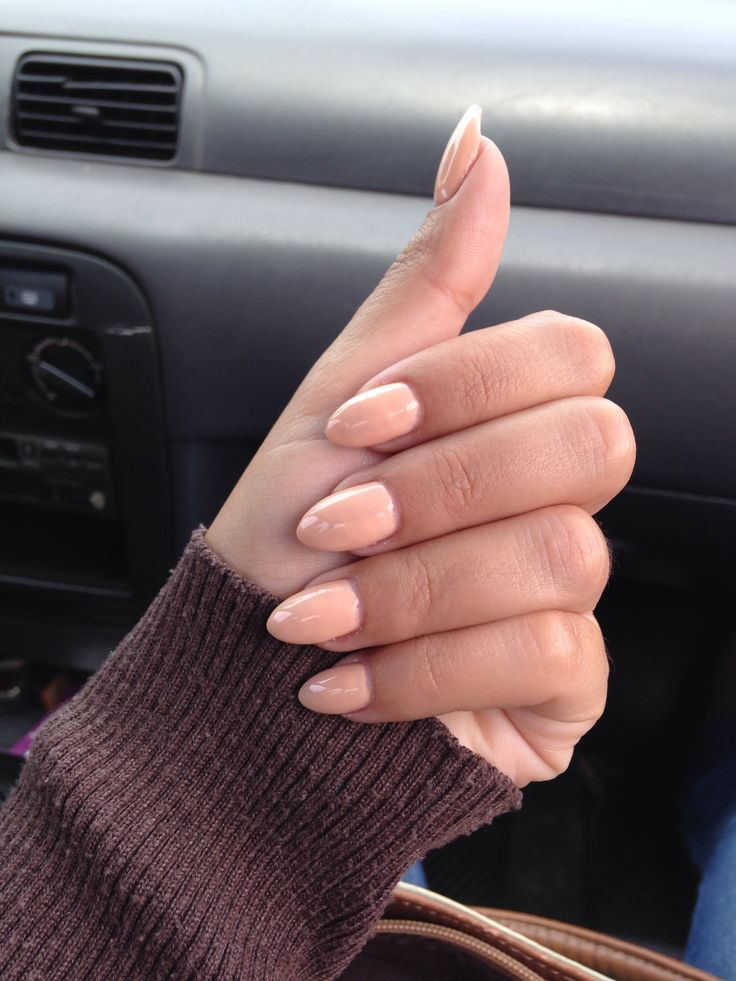 Si quieres sumarte a la última moda de uñas largas con punta redondeada en Asos tienes una edición limitada que te enamorará. #uñas #tendencias #postizas #moda #manicura