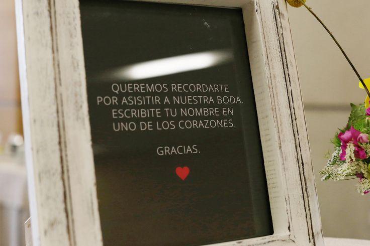 Escribe tu nombre en uno de los corazones .
