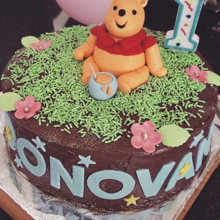 Winnie the Pooh cake for little Donovan