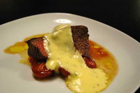 Oxfilé med ugnstomater och bearnaise | Recept.nu
