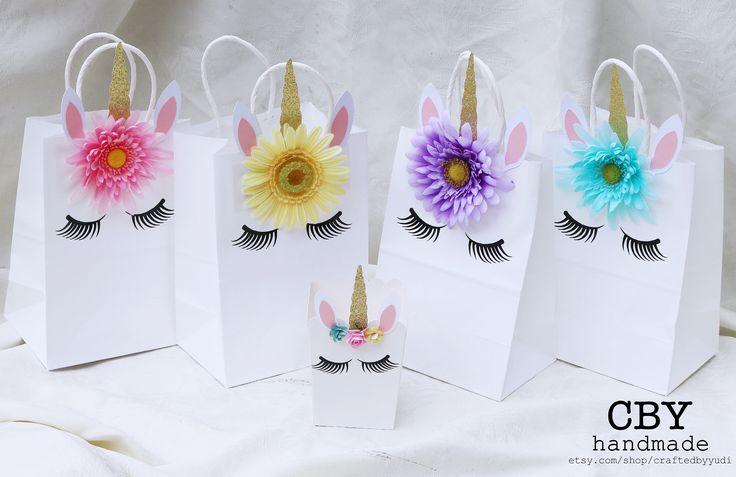 Bolsas de regalo de parte de medio unicornio - conjunto de 5 / / decoraciones de fiesta de unicornio / / fiestas unicornio de suministros de CraftedByYudi en Etsy https://www.etsy.com/mx/listing/543843727/bolsas-de-regalo-de-parte-de-medio