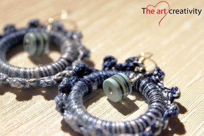 Orecchini a cerchio blu sfumato con perla azzurra e blu. #uncinetto #blu #cotone #orecchini #handmade #lotrovisuMissHobby