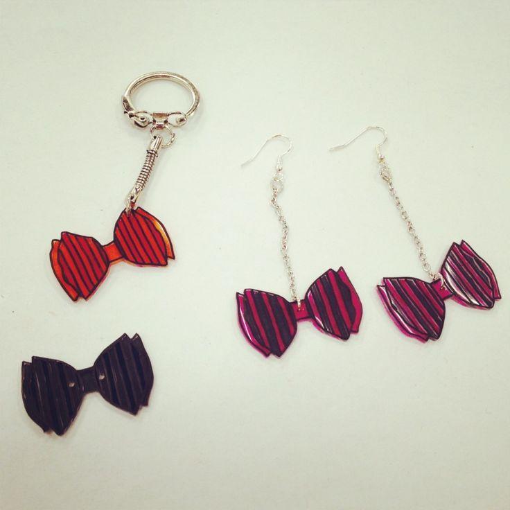 Nœuds en plastique dingue / fou : porte-clefs, bouton, boucles d'oreilles (tutoriel disponible en lien sur mon blog)