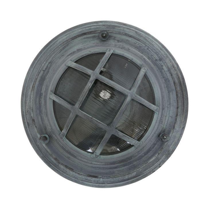 Robuuste wandlamp annex plafondlamp in old iron grijs met een vleugje groen. Voor buiten of voor binnen. Diameter is 35cm. Stoer accent bij de voordeur, oprit of veranda.