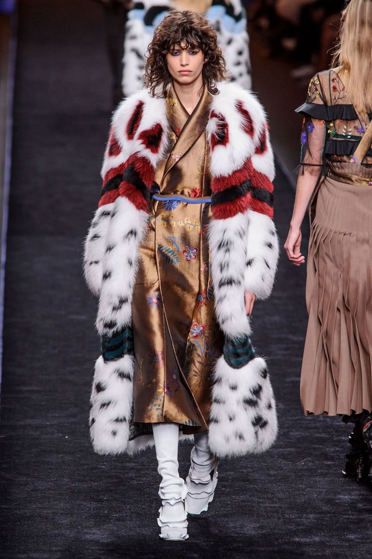 All the Looks From the Fendi Fall 2016 Ready-to-Wear Show
