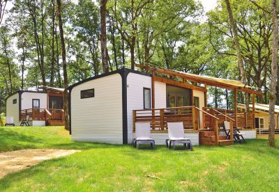 Mobile home typu Avant to przede wszystkim funkcjonalność i przestronność. Dużo większa sypialnia, większe podwójne łóżko, nowoczesna kuchnia i częściowo zadaszony taras to z pewnością te cechy, które wyróżniają Avant spośród innych zakwaterowań Eurocampu:  http://www.eurocamp.pl/zakwaterowanie/mobile-homey-typu-avant