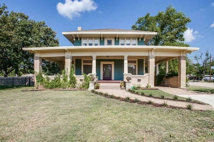 1911 craftsman foursquare the heart of for Craftsman homes for sale in texas