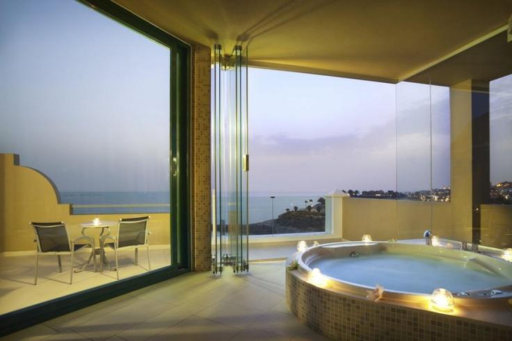 tuddenham mill east england hot tub suite jacuzzi. Black Bedroom Furniture Sets. Home Design Ideas