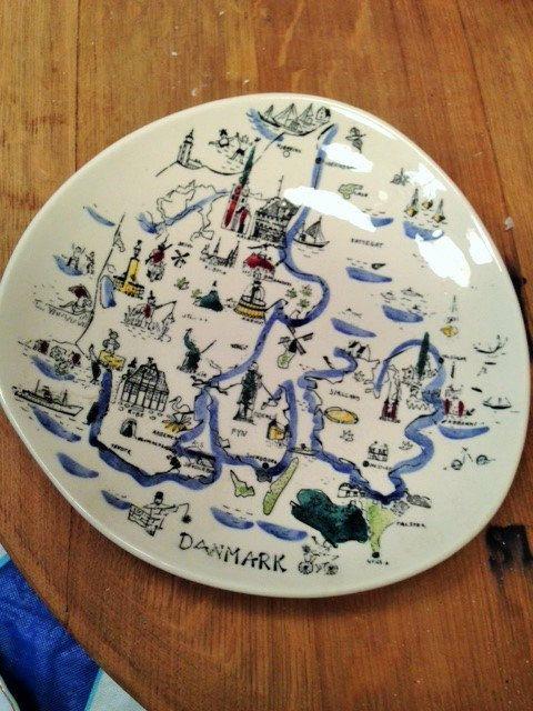 Inger Waage Danmark collectible travel plate by Schnigglefritz