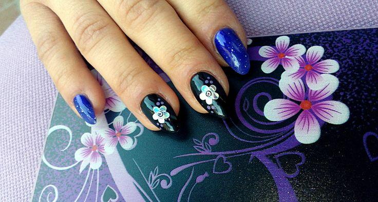 nail art fiori effetto specchio e sfumature viola