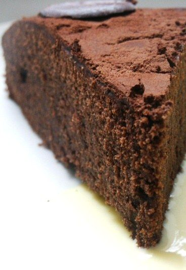 Mud cake au chocolat, gâteau au chocolat, recette de gateau au chocolat - Gateau d'anniversaire: recettes de gateau anniversaire, beaux gateaux d anniversaire - Un gâteau dense et riche en chocolat pour un anniversaire plein de promesses. Sous sa croûte chocolatée, un matelas de douceur bien moelleux... Choisissez votre chocolat préféré et cette fois-ci c'est permis...
