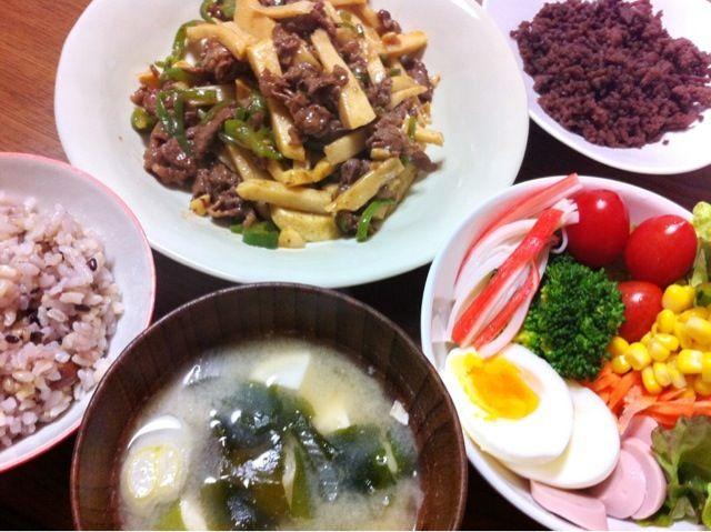 生野菜が美味しい(笑) - 4件のもぐもぐ - 青椒肉絲、鶏そぼろ、サラダ by さとりん