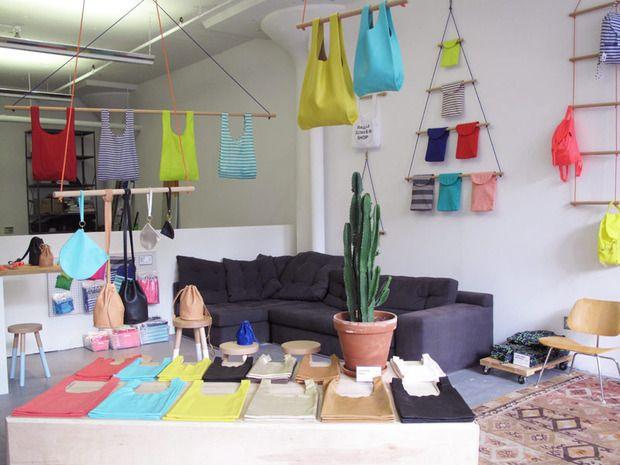 El mundo nos pide ayuda y el diseño es nuestro aliado. Eco-bolsas, listas para las compras.