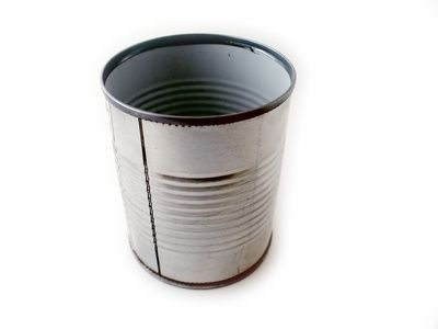 How to Paint Tin Cans - A handy guide to what kind of paint to use and the best way to paint the can for craft projects!