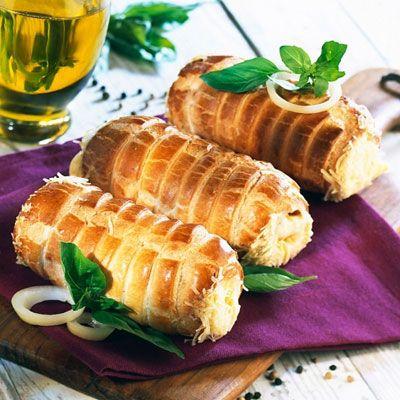 Gyorsan elkészíthető sajtos roló - Ropogós kedvenc: Ha vendégeket vársz, és nem szeretnél sokat pepecselni a sós süteményekkel, készítsd ezt!