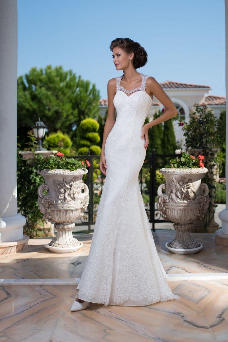 Luxusné elegantné čipkované svadobné šaty s nádherne zdobeným chrbtom