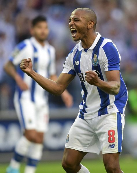 Porto's Algerian forward Yacine Brahimi celebrates after scoring a goal during the Portuguese league football match FC Porto vs Belenenses at the Dragao stadium in Porto on April 8, 2017. Porto won the match 3-0. / AFP PHOTO / MIGUEL RIOPA