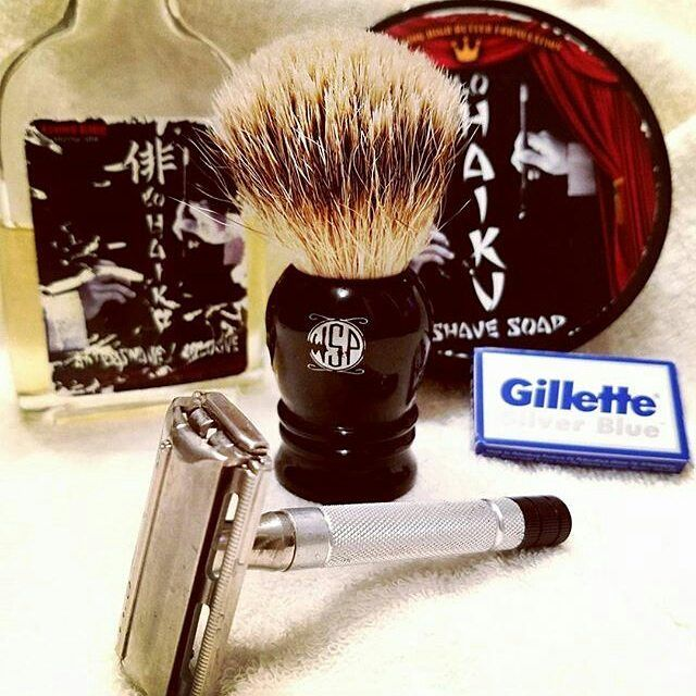 #Repost @southern_man62  SOTD: 1951 Gillette black tip- awesome! WSP Prince Silvertip brush- ok I am now a believer-first shave with a silvertip-silvertips rule! Freakin awesome! Crown King Lo Haiku awesome as always! @wetshavingproducts @crumbcatcher1 #sotd #wetshaving #traditionalshaving #shavelikeyourgrandpa #blades #oldschool #vintageshave #gillette #vintagegillette