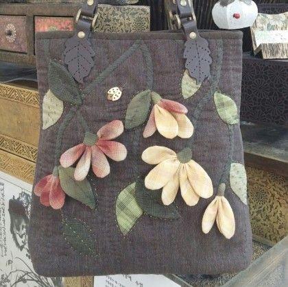 가을 패키지 가방으로 다시 만들었어요^^ 좀더 환하게 색상을 정하니 또다른 가방으로 만들어졌어요~
