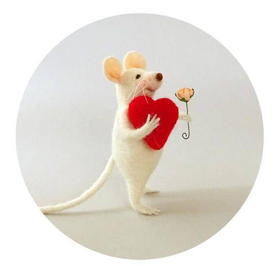 Felt mouse Red heart #FeltedAnimals #FeltDoll #Gift