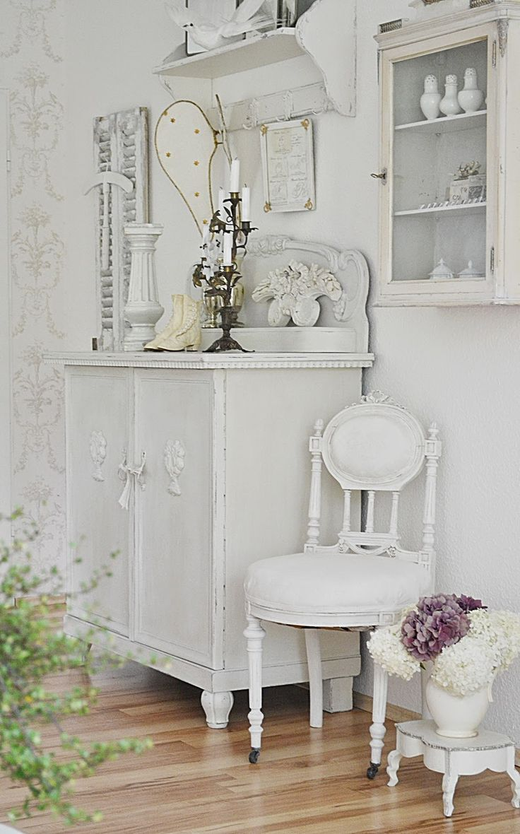 Pretty white pieces of furniture by justys white and - Shabby chic interiors a casa di federica ...