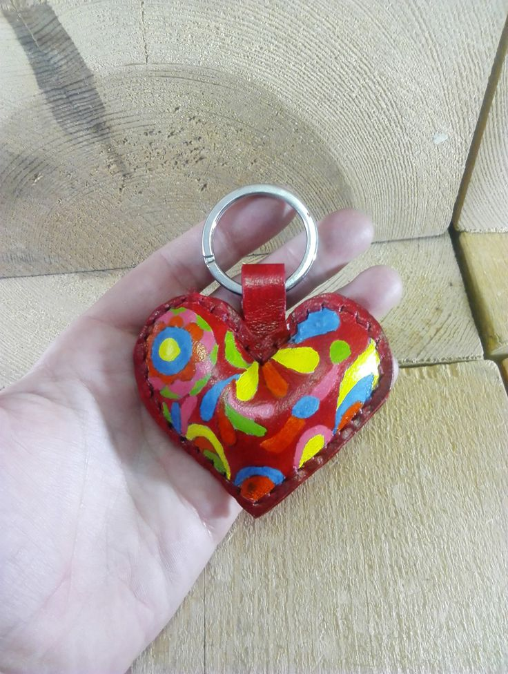 Llavero corazon rojo de cuero pintado a mano de JYNzapateros en Etsy