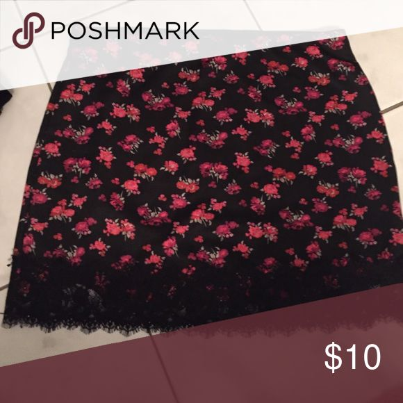 Forever 21 tight skirt with lace Black with flower print Forever 21 Skirts