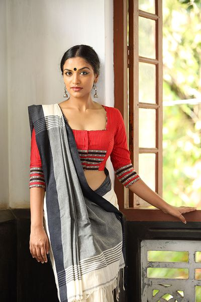 Black And White Cotton Saree Draped In Front Pallu Style
