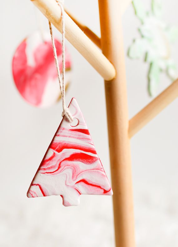 Add a dreamy touch to your Holiday decorations with marbled-clay Christmas ornaments.